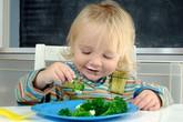 Chống táo bón cho trẻ bằng chất xơ