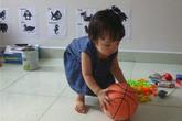 Cô bé 15 tháng tuổi đất Cảng đọc tiếng Việt vanh vách