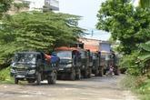 """Dân bức xúc chặn hàng trăm xe tải """"bẩn"""""""