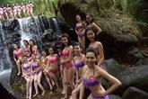 38 người đẹp Hoa hậu Việt Nam khoe da thịt gợi cảm bên suối