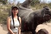 """Hồng Nhung """"rợn người"""" bên xác tê giác khổng lồ"""