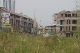 Cận cảnh khu biệt thự hoang rợn người giữa Hà Nội