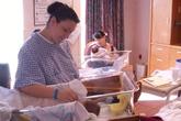 Mẹ và con cùng sinh em bé trong một ngày
