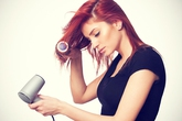 Những thói quan sai lầm làm mái tóc bị xấu
