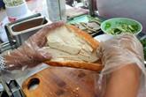Bánh mì chả cá 10.000 đồng nở rộ khắp Sài Gòn