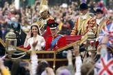 """Đo độ """"khủng"""" của các đám cưới hoàng gia"""