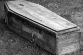 Bé gái bất ngờ sống lại sau khi đã chết 16 năm