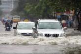 Lưu ý quan trọng giúp bạn lái xe an toàn trong mùa mưa bão