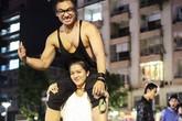 Sự thật bức ảnh cô gái 43 kg nâng bạn trai 80 kg