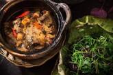 Bữa tối ngon với cơm sen, rau tập tàng và cá kho tộ