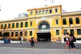"""Bưu điện trăm tuổi ở Sài Gòn được thừa nhận """"sơ suất"""" khi sơn lòe loẹt"""
