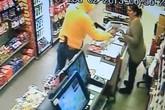 Trộm cướp tiền rồi xin lỗi nhân viên bán hàng