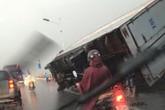 """Thủ đô Hà Nội """"tan nát"""" sau trận mưa dông chiều 13/6"""