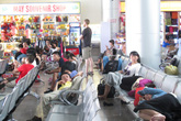 """Hàng trăm khách vật vờ ở sân bay Đà Nẵng vì Jetstar… """"bỏ rơi"""""""