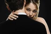 """Đau đầu nghĩ cách trị chồng """"đệ nhất"""" ghen"""