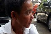 Rớt nước mắt cảnh cha cõng con trai 23 tuổi đến dự tòa