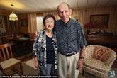 Cặp vợ chồng già nhận hàng trăm tấm thiệp từ các ngôi sao nổi tiếng