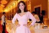 Các người đẹp dịu dàng với váy hồng phấn