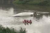 Máy bay chở hơn 50 người rơi xuống sông