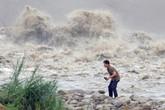 Những hình ảnh hãi hùng về siêu bão đổ vào Đài Loan