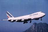 Máy bay suýt lao vào núi