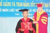 Bà bán chuối ở Tiền Giang nhận bằng cử nhân Luật