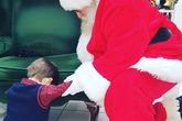 Cậu bé 4 tuổi cầu xin ông già Noel cứu em bé xa lạ
