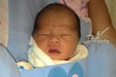Hà Nội: Bé sơ sinh còn nguyên dây rốn bị bỏ rơi trong túi nilon