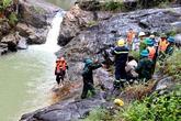 Bác sĩ và 2 cô gái tử vong vì cố cứu nhau dưới thác