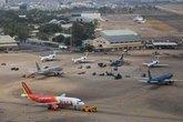 Đường băng sân bay Tân Sơn Nhất tạm dừng vì con chó