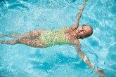 Cách đơn giản phòng tránh viêm tai do bơi lội mùa nắng nóng