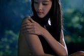 Triệu Thị Hà và Kim Hiền khoe ngực trong phim dã sử
