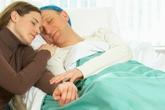 Tâm sự xúc động của người vợ chăm chồng bị tai biến