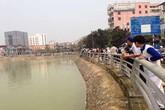 Nhiều người ngụp lặn cứu bé trai đuối nước dưới hồ