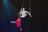 Khán giả kinh hoàng chứng kiến nghệ sĩ xiếc rơi từ độ cao 10m