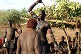 Kinh sợ nghi lễ trưởng thành đẫm máu nhất thế giới