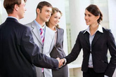 5 lưu ý giúp bạn giao tiếp khôn khéo nơi công sở