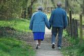 Cụ bà 92 tuổi bỏ viện dưỡng lão theo người tình
