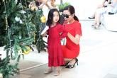 Con gái Lưu Hương Giang xinh như thiên thần ra phố cùng mẹ
