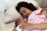 """Lý Thanh Thảo """"Mùi ngò gai"""" sinh con thứ hai"""