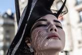 Thương hiệu mũ danh tiếng của Pháp thiết kế mũ riêng cho Lý Nhã Kỳ