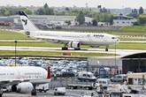 Kinh hãi máy bay bị rơi động cơ, phải hạ cánh khẩn cấp