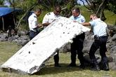 Phát hiện xác máy bay chứa xương người nghi của MH370