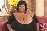 """Kiếm được cả """"núi"""" tiền nhờ bộ ngực nặng 51kg"""