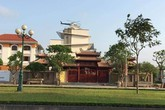 Xe tăng, trực thăng trong vườn nhà đại gia Việt