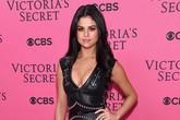 "Selena Gomez khoe vẻ đẹp ""phồn thực"" trên thảm hồng Victoria's Secret Show"