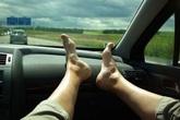 Một phút bất cẩn khi ngồi xe để lại hậu quả cả đời