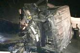 Xe tải va chạm với tàu hỏa, người vợ trẻ chết thảm