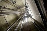 Cách để bạn tự cứu mình khi thang máy bất ngờ rơi