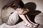 Vào tù thăm cha, bé gái 8 tuổi suýt bị cưỡng hiếp